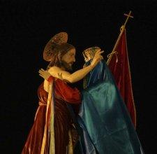 Modica, Adrian Paci reinterpreta il rito della Madonna Vasa Vasa con una toccante performance