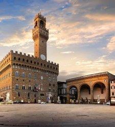 Firenze, torna l'arte contemporanea in Piazza della Signoria: l'opera site specific di Francesco Vezzoli