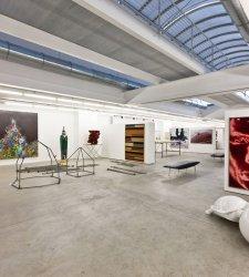 Pietrasanta, hotel con collezione d'arte contemporanea apre alle visite guidate