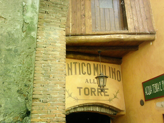 Oggi i mulini di Borghetto sono stati convertiti in attività commerciali