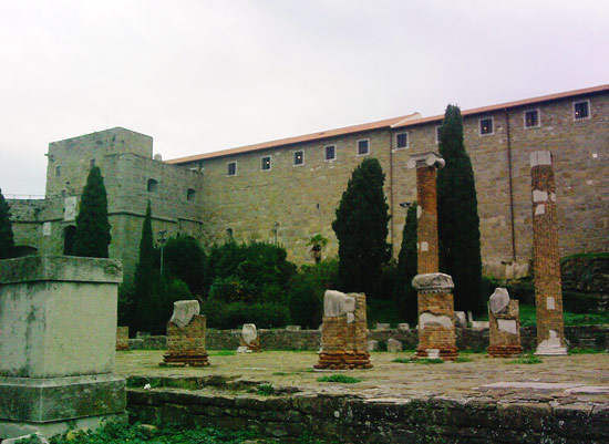 I resti della Basilica Romana