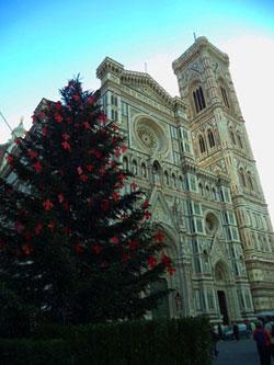 Albero di Natale davanti al Duomo di Firenze, Santa Maria del Fiore