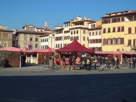 Il mercatino di Santa Croce dalla Basilica