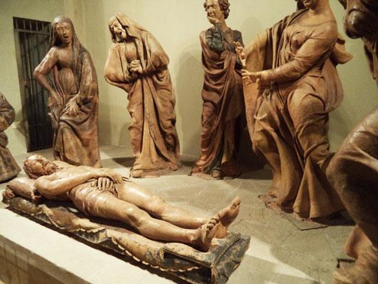 Altra visuale del Compianto sul Cristo morto di Niccolò dell'Arca