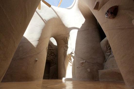 Una delle creazioni di Ra Paulette nelle grotte del Nuovo Messico