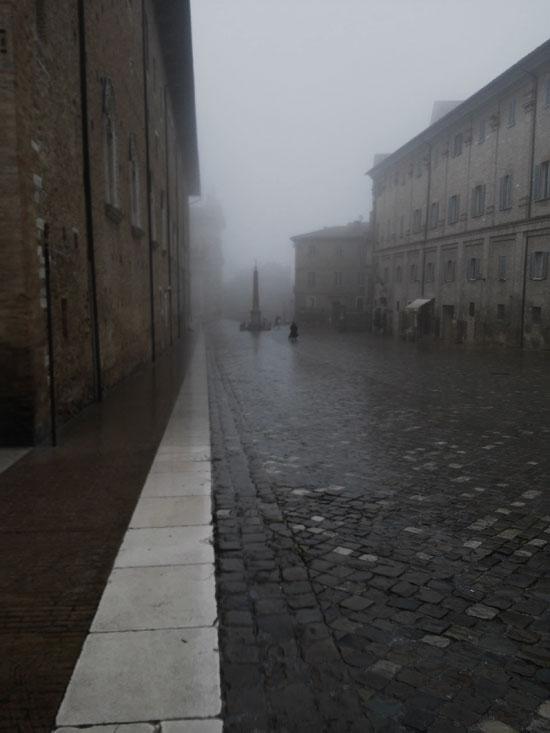 Urbino, Piazza Rinascimento sotto la bufera