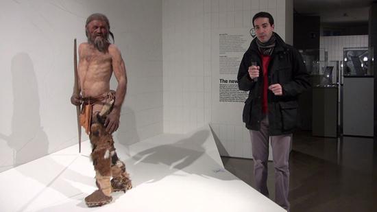Fabrizio nel Museo Archeologico con Ötzi