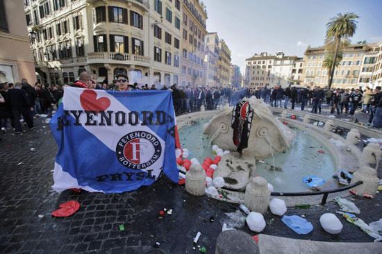 La Barcaccia danneggiata dagli hooligan del Feyenoord