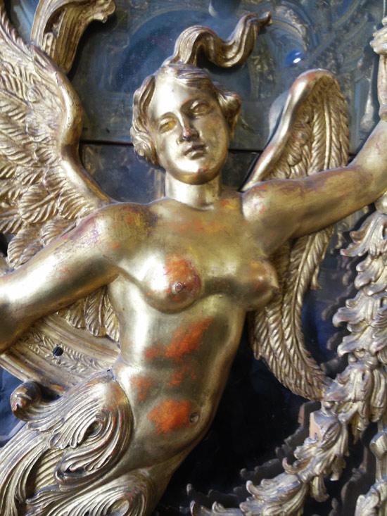 Virtù alata, particolare degli stucchi della Galleria Dorata
