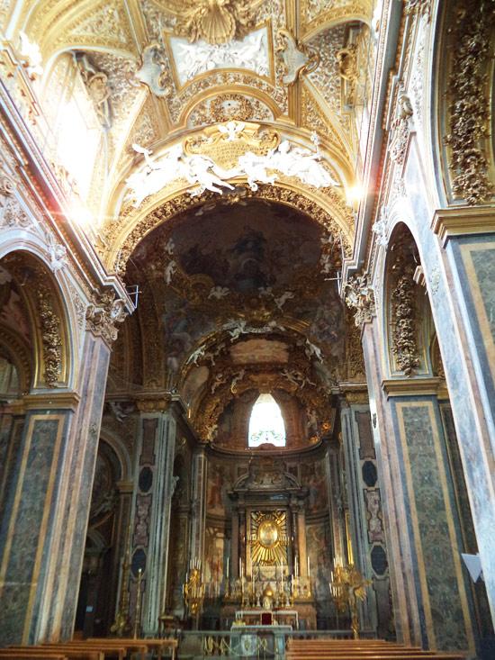 L'altare maggiore della chiesa di Santa Maria dell'Orto a Roma