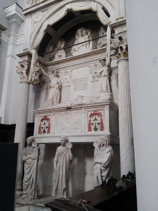 Michelozzo, Donatello e aiuti, Monumento funebre del cardinale Rainaldo Brancaccio