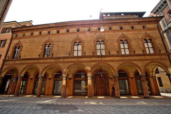 Bologna la rinascimentale casa saraceni apre le sue for Chi disegna i piani di casa