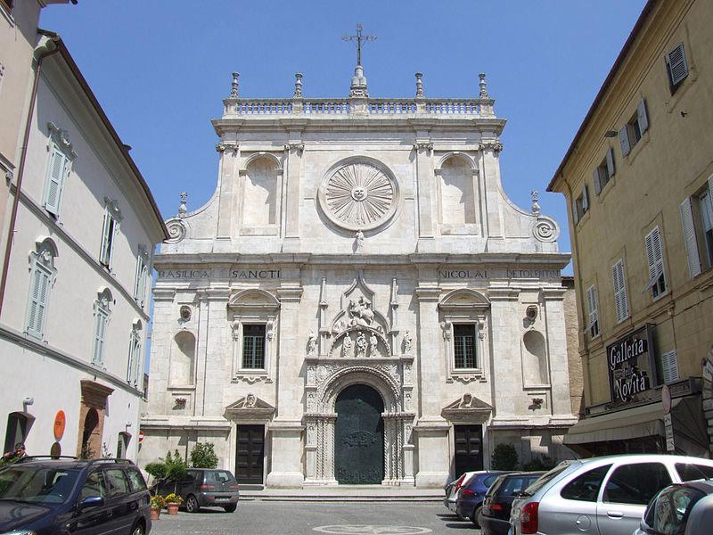 La Facciata della Basilica di San Nicola da Tolentino