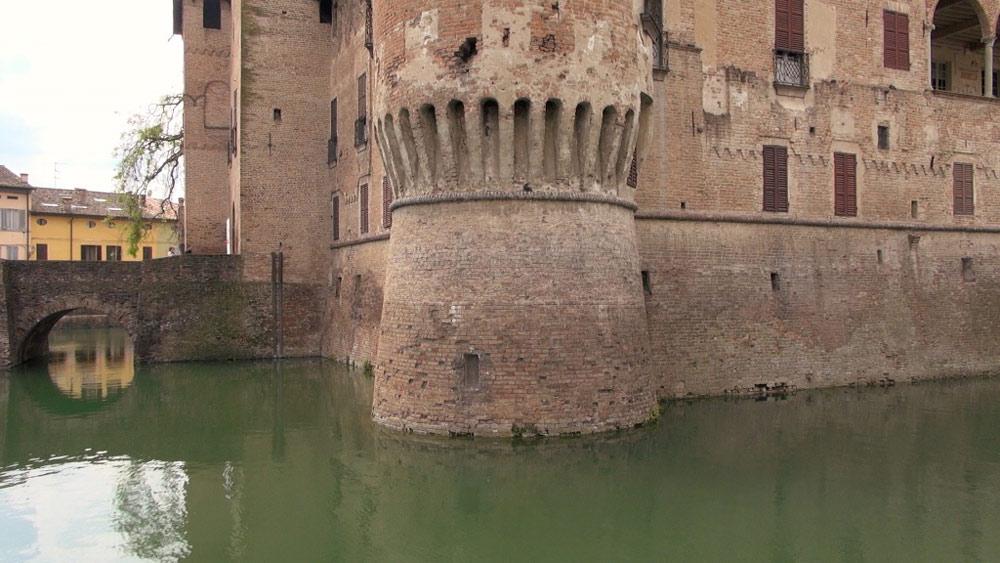 Il fossato attorno alla Rocca Sanvitale