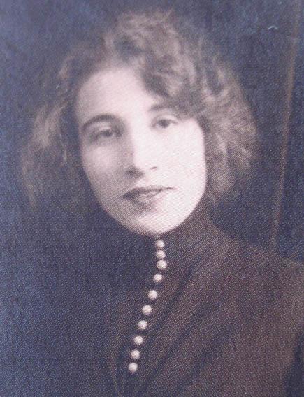 Léona Camille Ghislaine