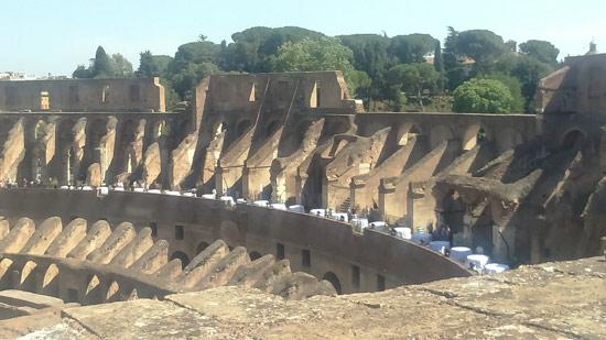 Preparativi per la festa al Colosseo