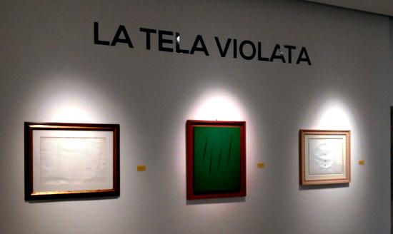 """Concetti spaziali di Lucio Fontana alla mostra """"La tela violata"""""""