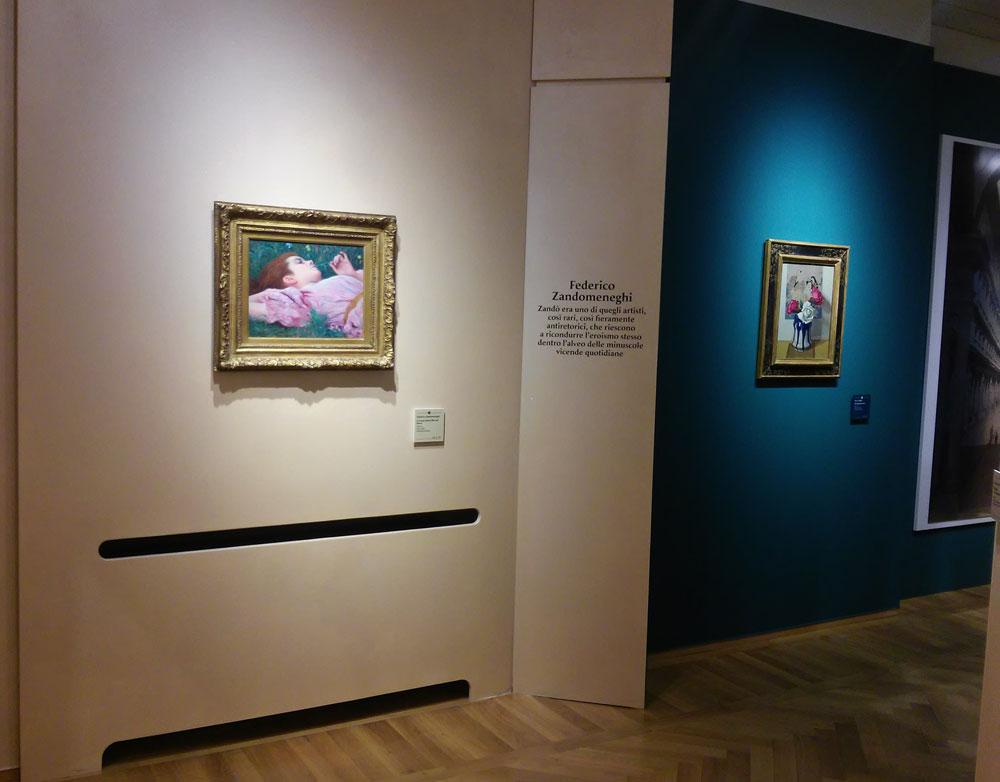 Parete con dipinto di Zandomeneghi a sinistra e dipinto di Oscar Ghiglia a destra
