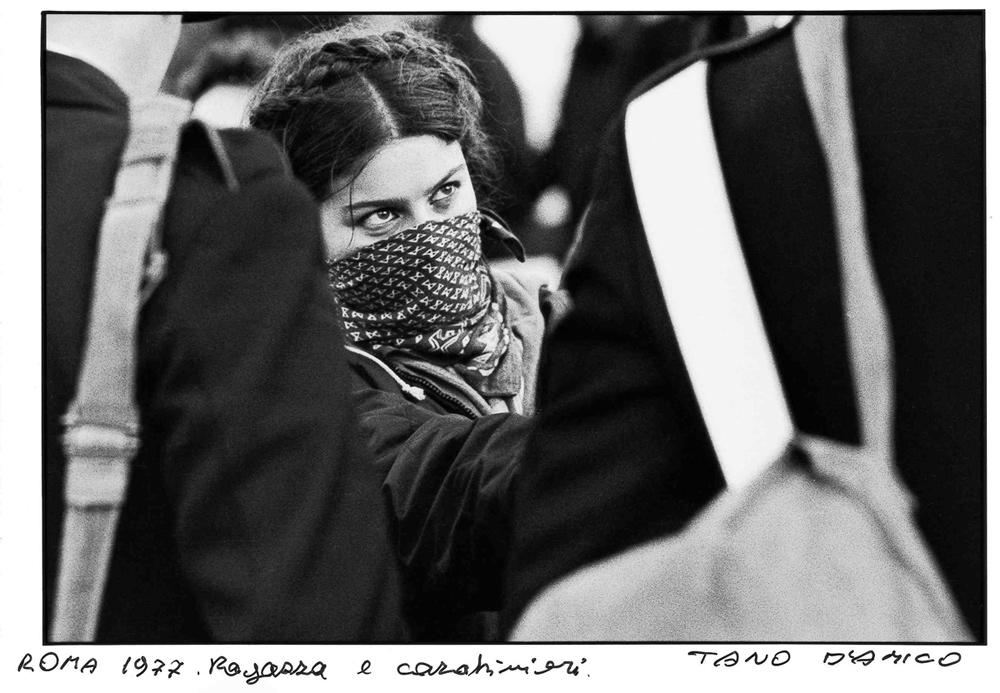 Tano D'Amico, Ragazza e carabinieri a Roma (1977)