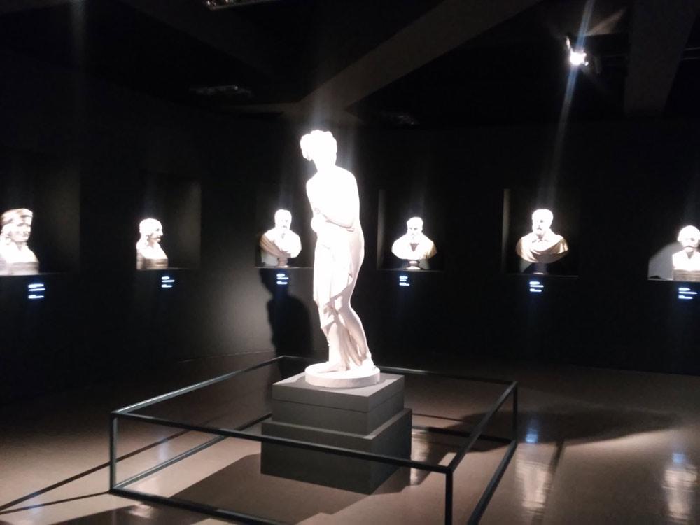 Ultima sala con Venere Italica e busti degli artisti illustri