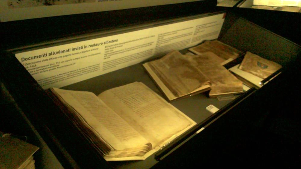Documenti alluvionati e inviati all'estero per il restauro