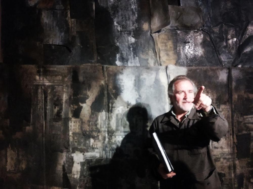 Luca Pignatelli Luca Pignatelli davanti a una sua opera