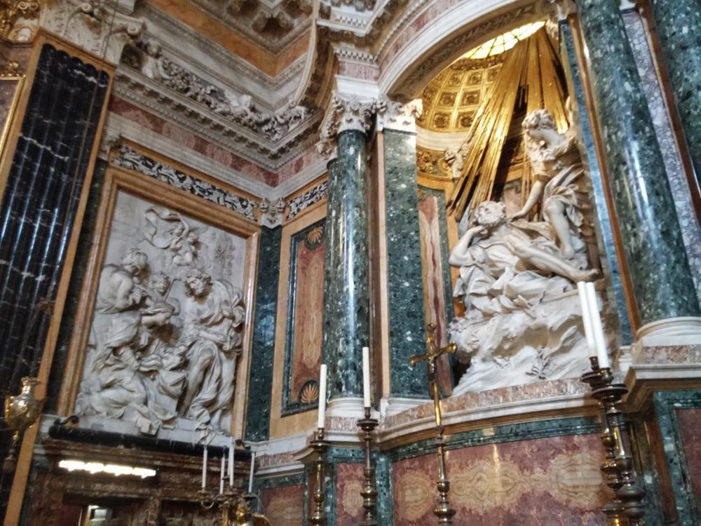 Il Sogno di san Giuseppe nella cappella Capocaccia assieme a uno dei pannelli di Pierre-Étienne Monnot