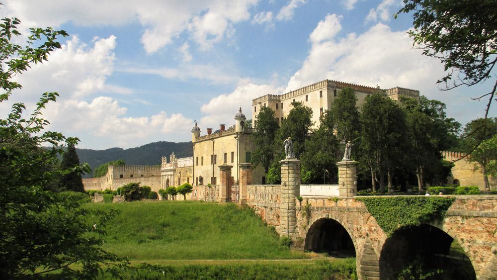 La facciata del Castello del Catajo