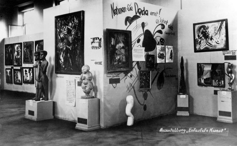 Sala della mostra Entartete Kunst di Monaco di Baviera