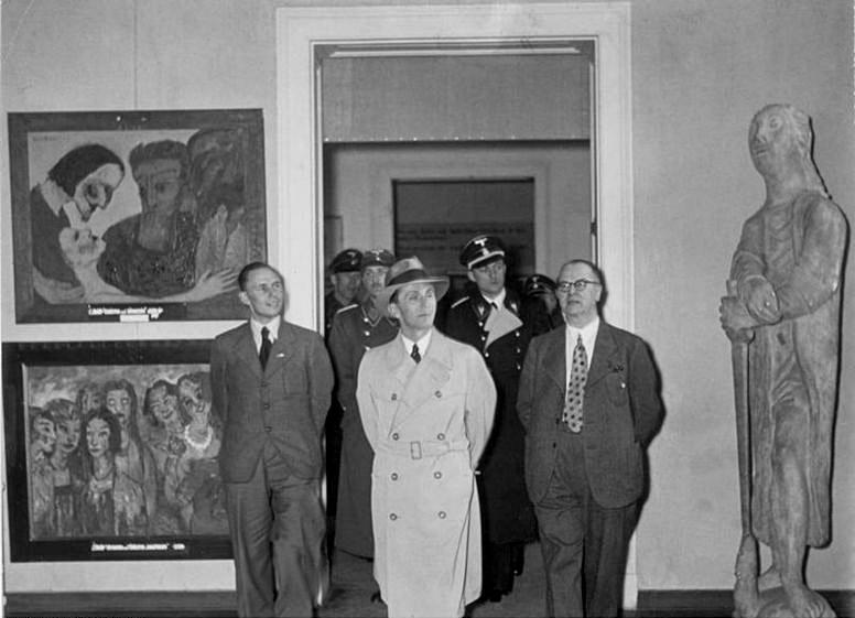 Joseph Goebbels visita la mostra Entartete Kunst
