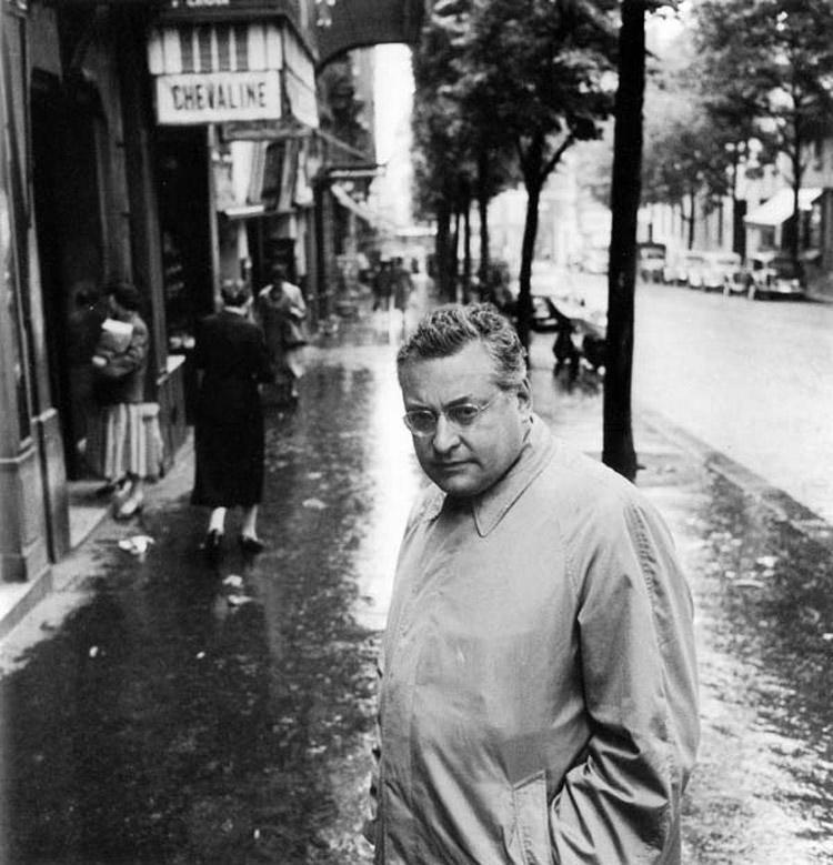 Robert Doisneau, Raymond Queneau en rue de Reuilly le 31 mai 1956