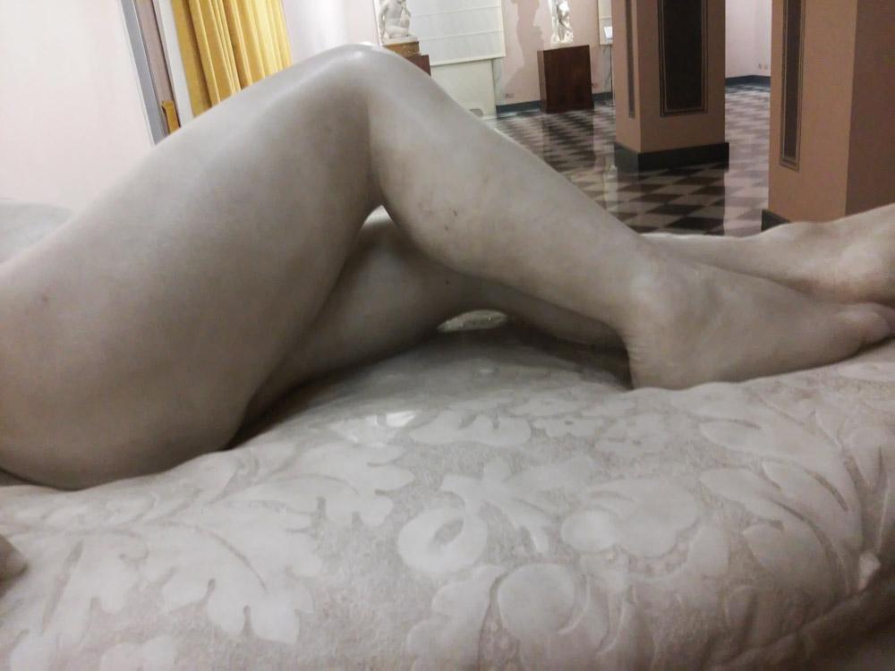 Giovanni Dupré, Sonno dell'innocenza, dettaglio delle gambe