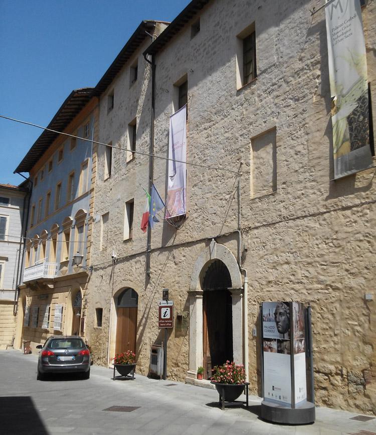 Asciano, la facciata del Museo Civico di Palazzo Corboli