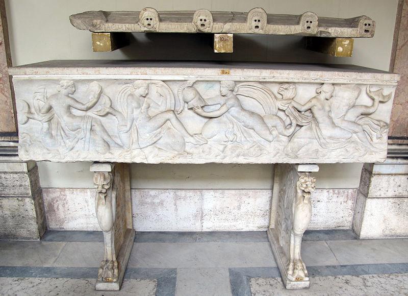 Arte romana, Sarcofago con Nereidi che portano le armi di Achille