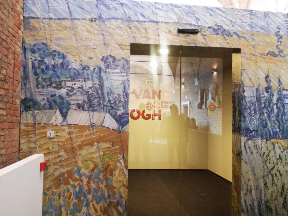 L'ingresso della mostra su van Gogh