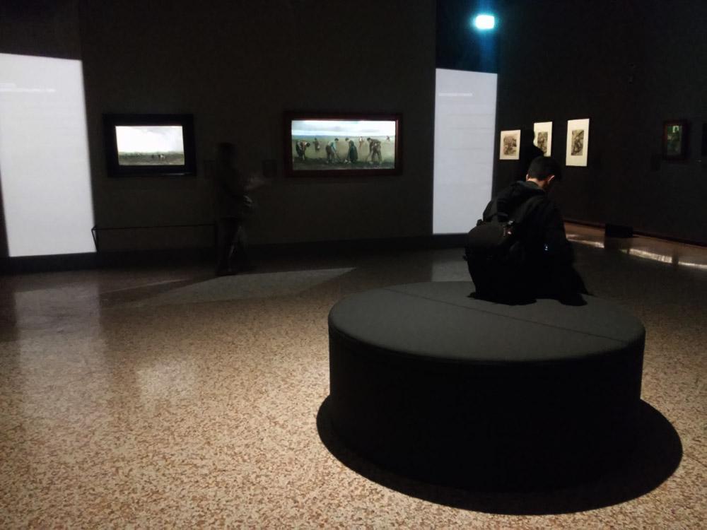 Gli allestimenti della mostra su van Gogh