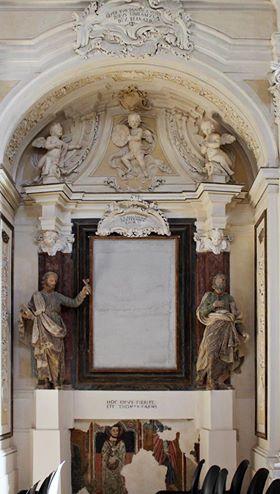 Uno degli altari barocchi della Collegiata di Colle Castello