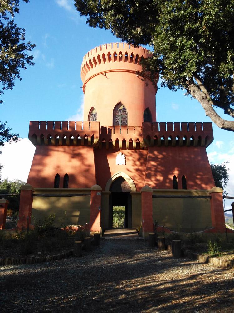 Atto II, Scena II: il Castello del Capitano