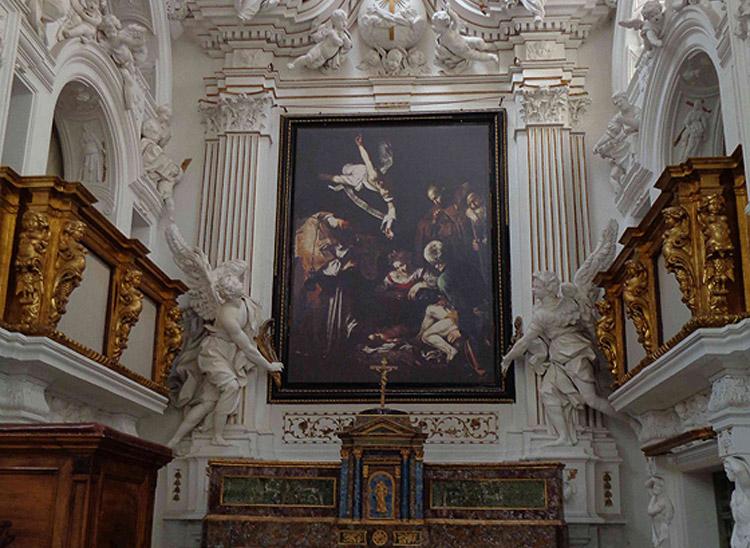 L'altare nell'oratorio di San Lorenzo prima del 2015, con una semplice riproduzione della fotografia Brai. Copyright Factum Arte
