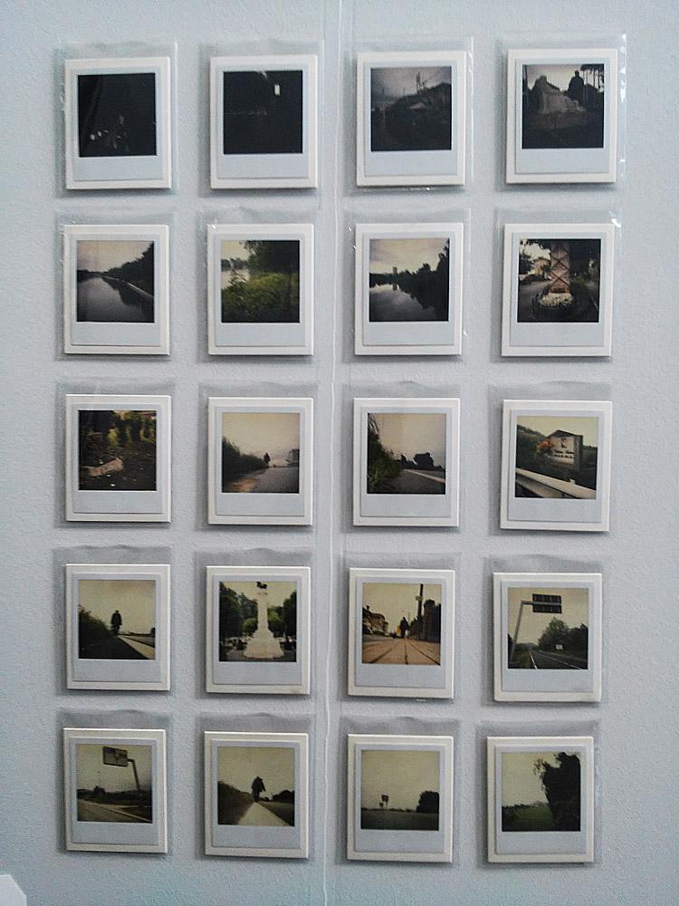 Giorgio Andreotta Calò, Torino-Guarene (2008; serie di 20 polaroid, 110,7 x 8,8 cm)