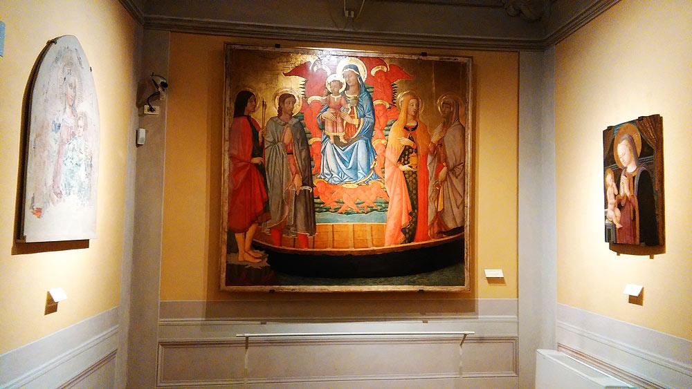 La sala del Museo di Fucecchio che ospita la Madonna col Bambino di Zanobi Machiavelli