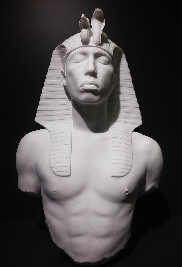 Il faraone con le sembianze di Pharrell Williams