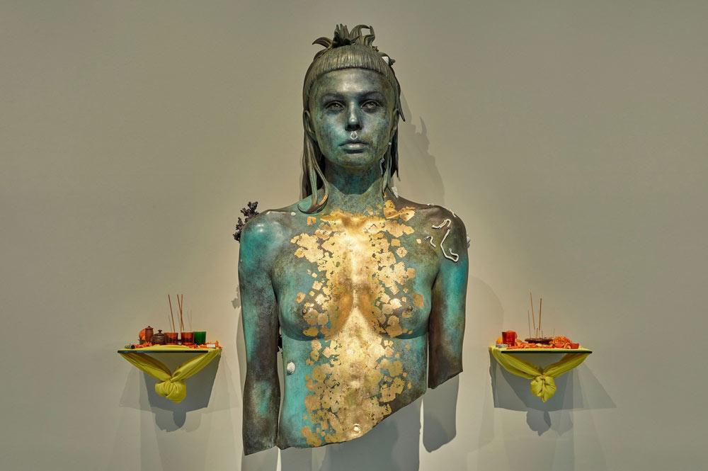 La dea Ishtar con le sembianze di Yolandi Visser