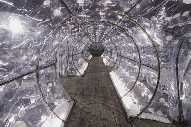 Roberto Cuoghi, Imitazione di Cristo (2017). Percorrendo il tunnel.