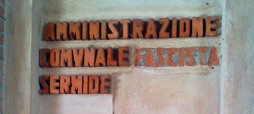 Iscrizione sulla Torre Civica di Sermide (Mantova). Ph. Credit Finestre sull'Arte