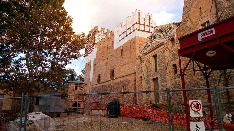Come stanno gli edifici storici del centro Italia un anno dopo il sisma? Una campagna fotografica lo documenta