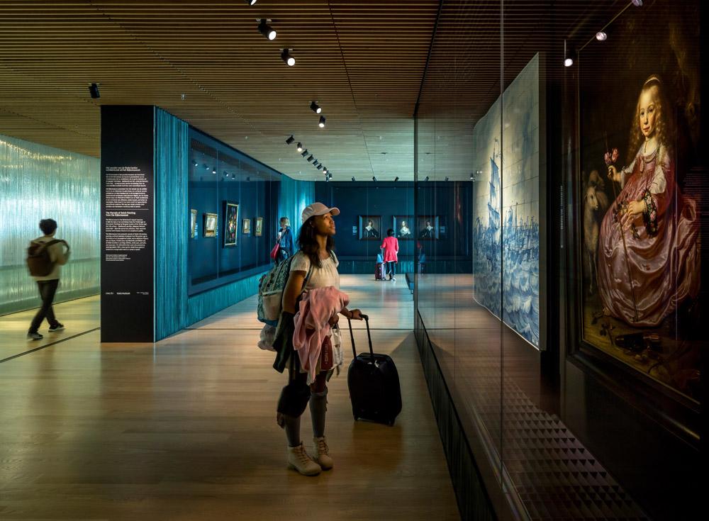 Il Rijksmuseum di Amsterdam presenta le sue opere in aeroporto