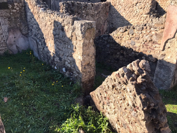Pompei, cede muro di un metro e mezzo
