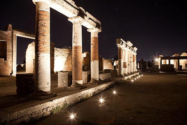 Una notte a pompei dall luglio visite in notturna col nuovo