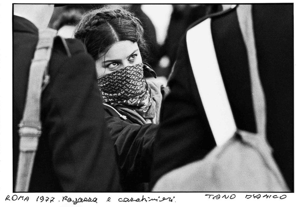 Tano D'Amico, Roma 1977. Ragazza e carabinieri